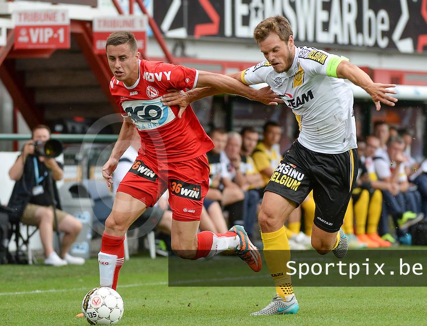 KV Kortrijk - Sporting Lokeren :  Killian Overmeire (r) in duel met Adam Marusic (links) <br /> Foto DAVID CATRY / VDB