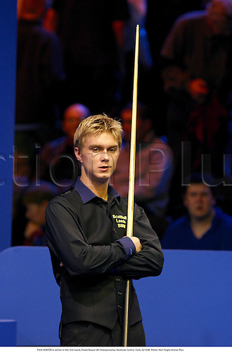PAUL HUNTER in action in the 3rd round, PowerHouse UK Championship, Barbican Centre, York, 021208. Photo: Neil Tingle/Action Plus....2002.snooker