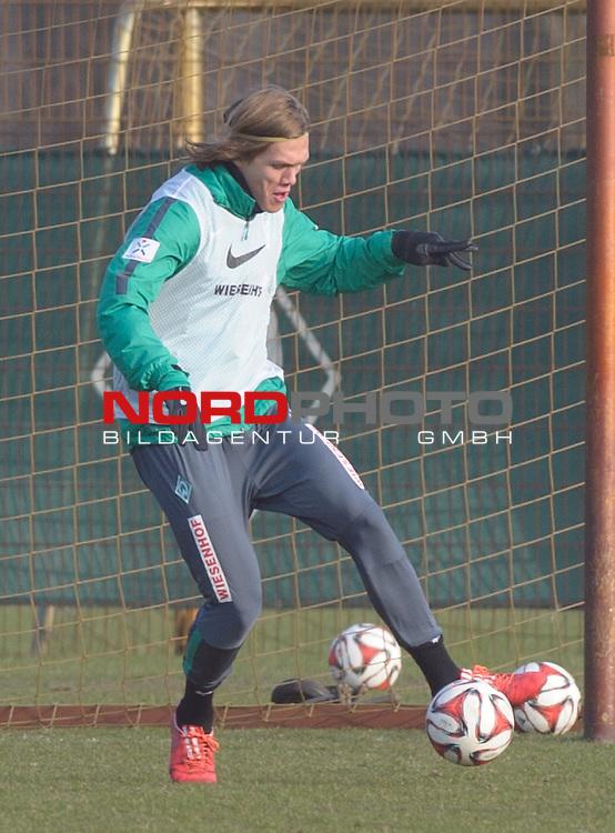 19.02.2015, Trainingsgelaende, Bremen, GER, 1.FBL, Training Werder Bremen, im Bild Jannik Vestergaard (Bremen #7)<br /> <br /> Foto &copy; nordphoto / Frisch