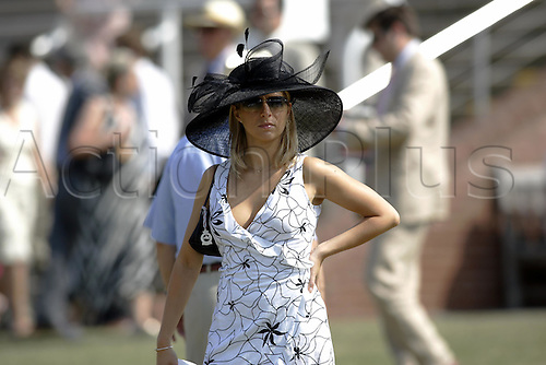 31 July 2004: A lady wearing a black and white outfit in the Paddock at Goodwood Photo: Glyn Kirk/Action Plus...horse racing 040731 fashion hats glorious