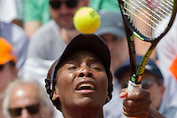 La statunitense Venus Williams in azione contro la rumena Simona Halep durante gli Internazionali d'Italia di tennis a Roma, 14 maggio 2015. <br /> Venus Williams, of the US, in action against Romania's Simona Halep during the Italian Open tennis tournament in Rome, 14 May 2015.<br /> UPDATE IMAGES PRESS/Riccardo De Luca