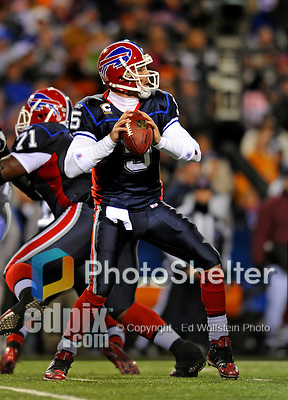 17 November 2008:  Buffalo Bills' quarterback Trent Edwards looks downfield for a receiver against the Cleveland Browns at Ralph Wilson Stadium in Orchard Park, NY. The Browns defeated the Bills 29-27 in the Monday Night AFC matchup. *** Editorial Sales Only ****..Mandatory Photo Credit: Ed Wolfstein Photo