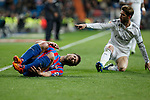 Real Madrid´s Sergio Ramos (R) and Levante´s Navarro during La Liga match at Santiago Bernabeu stadium in Madrid, Spain. March 15, 2015. (ALTERPHOTOS/Victor Blanco)