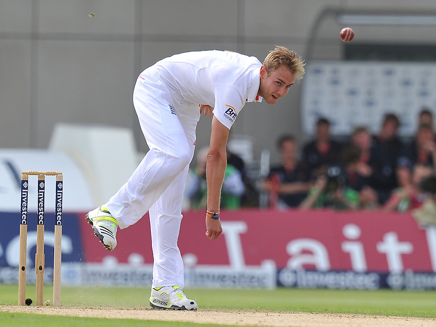 England's Stuart Broad fires down a delivery<br /> <br />  (Photo by Dave Howarth/CameraSport) <br /> <br /> International Cricket - Third Investec Ashes Test Match - England v Australia - Day 1 - Thursday 1st august 2013 - Old Trafford - Manchester<br /> <br /> &copy; CameraSport - 43 Linden Ave. Countesthorpe. Leicester. England. LE8 5PG - Tel: +44 (0) 116 277 4147 - admin@camerasport.com - www.camerasport.com