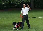 United States President Barack Obama and First Lady Michelle Obama host a picnic for members of Congress on the South Lawn of the White House, Tuesday, June 8, 2010.  The first dog Bo was in tow. Alaskan Salmon smoked on an open pit was for served dinner. .Credit: Gary Fabiano / Pool via CNP