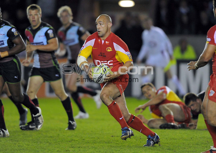PICTURE BY Dave Winter/SWPIX.COM - Rugby League - engage Super League Round 8 - Harlequins RL v Catalans Dragons - The Stoop Stadium, London, England  - 09/04/09.....Copyright - Simon Wilkinson - 07811267706.....Veteran Jason Croker makes a break.....