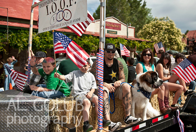 Coulterville, California, May 21, 2011.Coyote Howl ..Photo by Al Golub/Golub Photography