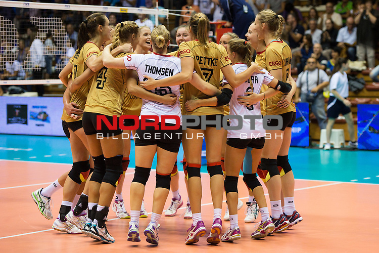 05.10.2014, Pala Trieste, Triest<br /> Volleyball, FIVB Volleyball Women`s World Championship 2014, 2. Runde, Deutschland (GER) vs. Aserbaidschan (AZE)<br /> <br /> Jubel Deutschland nach dem Matchball / Sieg<br /> <br />   Foto &copy; nordphoto / Kurth