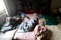 Rifugiati somali nell'ex ambasciata di Somalia a Roma, 29 dicembre 2010..Circa 200 rifugiati somali vivono in condizioni igieniche precarie nell'edificio che ospitava l'ambasciata e che e' stato abbandonato dopo la caduta del governo somalo negli anni Novanta..A Somalian refugee lies ill in bed inside the former Somalian embassy in Rome, 29 december 2010. About 200 refugees live  in precarious hygienic conditions in the building, which is still the property of the Somali government but was abandoned after the collapse of the government in Mogadishu in the 1990s..© UPDATE IMAGES PRESS/UPDATE IMAGES PRESS/Riccardo De Luca
