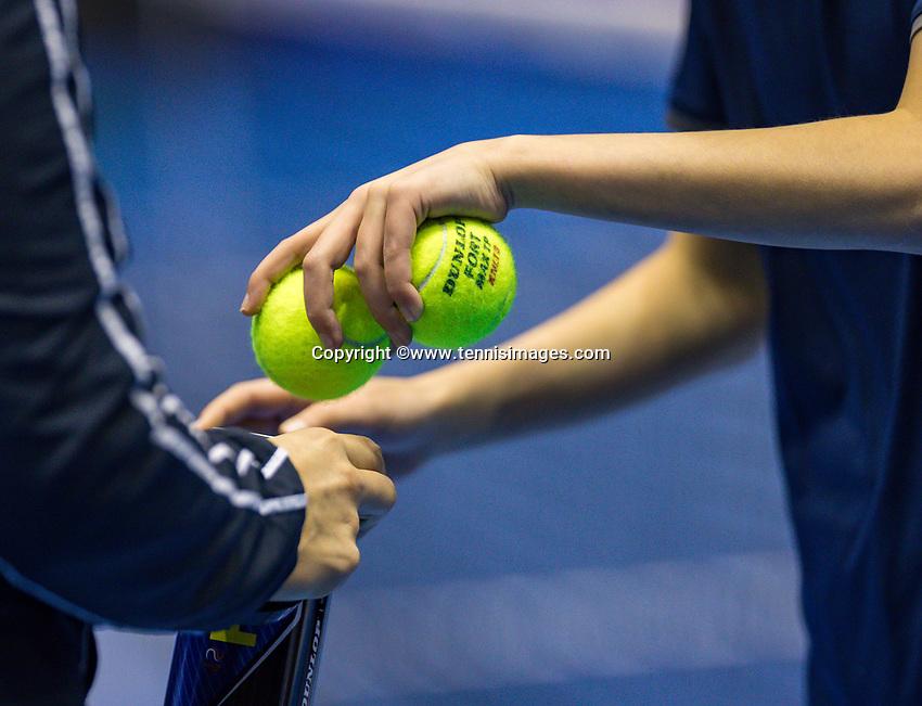 Rotterdam, Netherlands, December 17, 2017, Topsportcentrum, Ned. Loterij NK Tennis, Final woman's si ballchange<br /> Photo: Tennisimages/Henk Koster