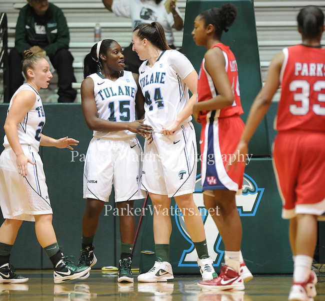 Tulane women's basketball defeats Houston 71-43.