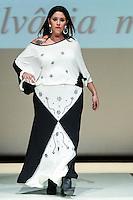 SÃO PAULO, SP, 06.03.2016 - FWPS-SILVANIA MIRANDA - Modelo durante desfile da grife Silvania Miranda no Fashion Weekend Plus Size - Inverno 2016, no Teatro APCD no bairro de Santana na região norte de São Paulo, neste domingo, 06. (Foto: William Volcov/Brazil Photo Press)