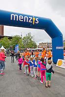 Netherlands, Enschede , Van Heekplein, June 19, 2015, Tennis, Worldrecord, more then 700 schoolkids  from Enschede making a Guinees Book record<br /> Photo: Tennisimages/Henk Koster