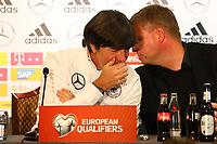 Bundestrainer Joachim Loew (Deutschland Germany) mit Pressesprecher Jens Grittner - 04.10.2017: Deutschland Pressekonferenz, Stormont Hotel Belfast
