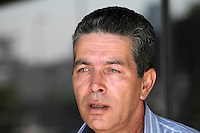 SAO PAULO, SP, 16 DE SETEMBRO DE 2013 -  CASO BIANCA CONSOLI. O tio Luiz de Brito veio para o novo julgamento do motoboy Sandro Dota (42), acusado de estuprar e matar a ex-cunhada, Bianca Consoli, quando ela tinha 19 anos, em 2011. Após o júri ter sido cancelado no mês passado, começa nesta segunda-feira (16), o novo julgamento, agora com acusado na condição de réu confesso, no Fórum Criminal Ministro Mário Guimarães – Barra Funda – zona oeste da Capital. (Foto: Mauricio Camargo / Brazil Photo Press).