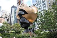 NOVA YORK, EUA, 03.08.2018 - WTC-NOVA YORK - A Esfera (oficialmente Sphere na Plaza Fountain) é uma escultura de bronze fundido de 25 pés (7,6 m) de altura pelo artista alemão Fritz Koenig que está localizado em Liberty Park no World Trade Center em Lower Manhattan, New York City. Originalmente localizado no Austin J. Tobin Plaza, sobreviveu ao colapso das Torres Gêmeas do World Trade Center, que resultou dos ataques de 11 de setembro de 2001. Tendo permanecido no centro de Austin J. Tobin Square entre as torres gêmeas, a Esfera foi recuperada dos escombros, visivelmente danificada, mas em grande parte intacta. Depois de ser desmontada e armazenada perto de um hangar no aeroporto JFK, a escultura foi o tema do documentário de 2001 Koenig's Sphere. Em 11 de março de 2002, seis meses após o ataque, o The Sphere foi transferido para um local temporário em Battery Park, onde em condição não restaurada foi re-dedicado (11 de setembro de 2002) com uma chama eterna. Tendo se tornado uma grande atração turística, a escultura não restaurada foi re-dedicada em 16 de agosto de 2017 pela Autoridade Portuária em um local permanente em Liberty Park, com vista para o Memorial de 11 de setembro e sua localização original. (Foto: Vanessa Carvalho/Brazil Photo Press)