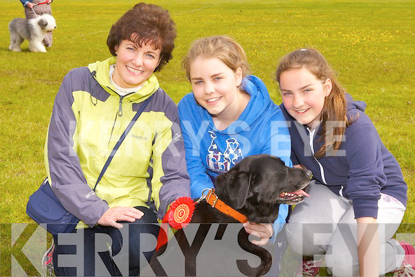 Katherine, Ellen and Katie Horan with their dog Lucy at the Cordal festival dog show on Sunday