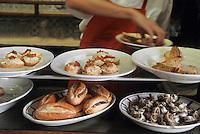 """Europe/France/Aquitaine/64/Pyrénées-Atlantiques/Espelette: Buffet de tapas d'André Darraidou chef de l'hôtel-restaurant """"Euzkadi"""""""