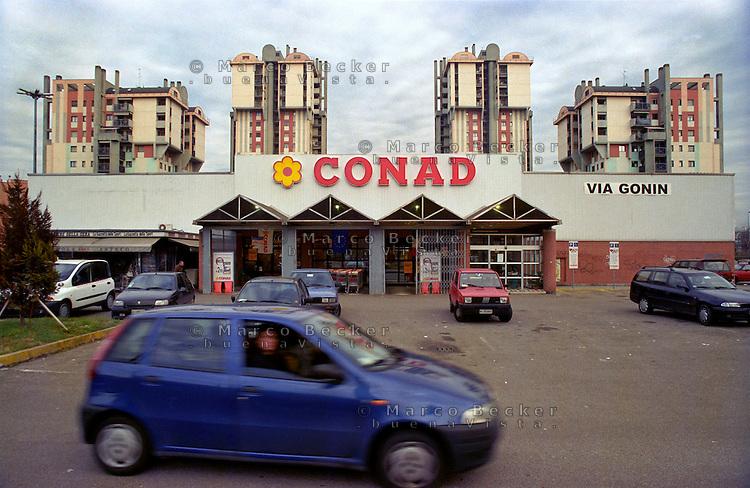 milano, quartiere lorenteggio. periferia ovest. palazzi residenziali presso un supermercato conad --- milan, lorenteggio district, west periphery. residential buildings nearby a conad supermarket