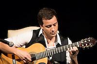 SAO PAULO, SP, 22 DE MAIO DE 2013 - RAFAEL CORTEZ Elegia da Alma - Rafael Cortez  faz saral no Tom Jazz regiao central da capital paulista, na noite desta quarta-feira, 22. FOTO: MARCELO BRAMMER / BRAZIL PHOTO PRESS