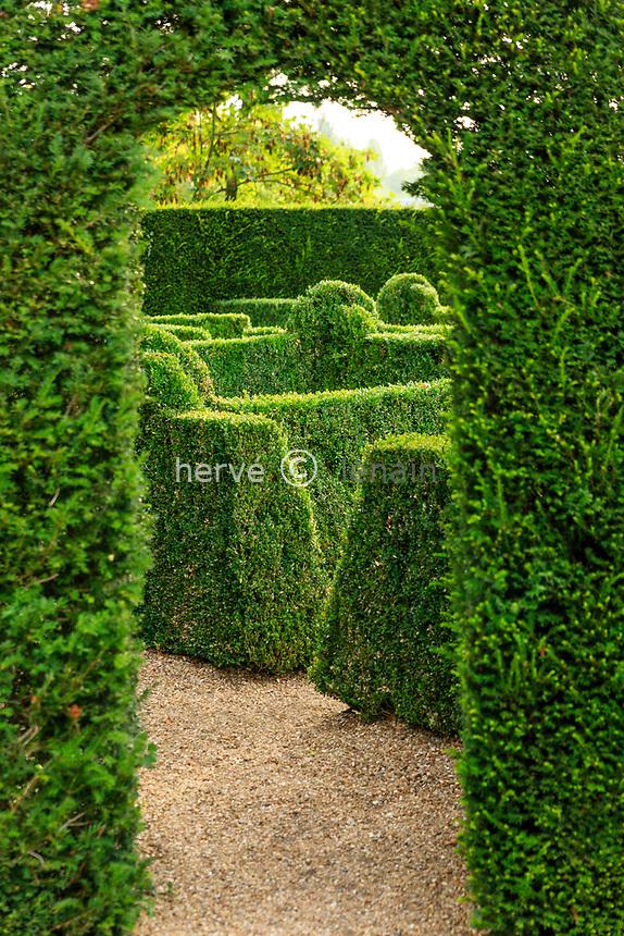 France, Sarthe (72), Le Lude, château et jardins du Lude, passage vers le labyrinthe du jardin de l'Éperon