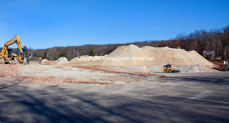 NAUGATUCK CT- DECEMBER 06 2012 -120612DA01- Construction has begun again at the former Peter Paul factory on New Haven Rd. in Naugatuck..Darlene Douty Republican American
