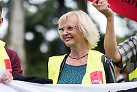 """Streik beim Moderversandhaendler Zalando in Brieselang und Kundgebung vor der Modemesse """"Bread & Butter"""" in Berlin.<br /> Die Dienstleistungsgewerkschaft ver.di rief am Freitag den 1. September 2017 die Beschaeftigten des Zalando-Standort Brieselang zu einem ganztaegigen Streik auf. Eine Streikdelegation ist von Brieselang nach Berlin gekommen um dort vor der Modemesse """"Bread & Butter"""" fuer eine Standortgarantie, die Anerkennung der Tarifvertraege fuer den Einzel- und Versandhandel Brandenburgs und einen Verzicht auf sachgrundlose Befristungen zu demonstrieren. Die Modemesse wird in diesem Jahr von Zalando organisiert.<br /> Zalando beschaeftigt in Deutschland 11.000 Arbeitnehmer, davon ca. 5.500 in der Region Berlin und 1.250 im Lager Brieselang. Der Anteil der befristet Beschaeftigten betraegt nach Angaben von ver.di ungefaehr ein Drittel. Daneben sind noch zahlreiche Leiharbeitnehmer dauerhaft eingesetzt.<br /> Im Bild: Erika Ritter, Leiterin des Landesfachbereich Handel Berlin-Brandenburg.<br /> 1.9.2017, Berlin<br /> Copyright: Christian-Ditsch.de<br /> [Inhaltsveraendernde Manipulation des Fotos nur nach ausdruecklicher Genehmigung des Fotografen. Vereinbarungen ueber Abtretung von Persoenlichkeitsrechten/Model Release der abgebildeten Person/Personen liegen nicht vor. NO MODEL RELEASE! Nur fuer Redaktionelle Zwecke. Don't publish without copyright Christian-Ditsch.de, Veroeffentlichung nur mit Fotografennennung, sowie gegen Honorar, MwSt. und Beleg. Konto: I N G - D i B a, IBAN DE58500105175400192269, BIC INGDDEFFXXX, Kontakt: post@christian-ditsch.de<br /> Bei der Bearbeitung der Dateiinformationen darf die Urheberkennzeichnung in den EXIF- und  IPTC-Daten nicht entfernt werden, diese sind in digitalen Medien nach §95c UrhG rechtlich geschuetzt. Der Urhebervermerk wird gemaess §13 UrhG verlangt.]"""