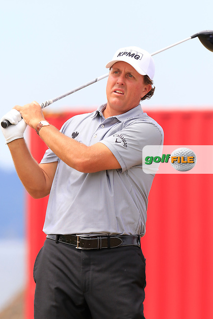Phil MICKELSON (USA) on the 18th tee during Thursday's Round 1 of the 2015 U.S. Open 115th National Championship held at Chambers Bay, Seattle, Washington, USA. 6/18/2015.<br /> Picture: Golffile | Eoin Clarke<br /> <br /> <br /> <br /> <br /> All photo usage must carry mandatory copyright credit (&copy; Golffile | Eoin Clarke)