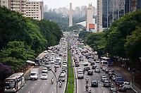 SÃO PAULO, SP, 08 DE FEVEREIRO DE 2012 - TRANSITO - Trânsito na Avenida 23 de Maio na tarde desta quarta-feira. FOTO: ALEXANDRE MOREIRA - NEWS FREE.