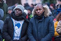 Demonstration am Sonntag den 7. Januar 2018 in Dessau anlaesslich des 13. Todestages des Sierra Leoners Oury Jalloh, der am 7. Januar 2005 unter bislang nicht geklaerten Umstaenden in einer Gewahrsamszelle in der Polizeiwache Wolfgangstrasse, bei lebendigem Leib verbrannte. Der damals wachhabende Dienstgruppenleiter wurde 2012 wegen fahrlaessiger Toetung verurteilt.<br /> Im November 2017 wurde bekannt, dass die Staatsanwaltschaft Dessau-Rosslau davon ausgeht, dass eine Selbstentzuendung durch den gefesselten Oury Jalloh unwahrscheinlich sei und stattdessen den Einsatz von Brandbeschleuniger und die Beteiligung Dritter fuer wahrscheinlich haelt. Der Staatsanwaltschaft wurde jedoch das Verfahren entzogen und an die Staatsanwaltschaft Halle uebergeben die im Oktober 2017 das Verfahren einstellte.<br /> An der Demonstration beteiligten sich ca. 3.500 Menschen.<br /> Im Bild: Demonstrationsteilnehmer an der Gedenkstaette fuer den am 11. Juni 2000 von Rechtsextremen ermordeten Vertragsarbeiter Alberto Adriano. Vlnr. im Bild: Moktar Bah, ein Freund von Oury Jalloh und Saliou Diallo, Bruder von Oury Jalloh.<br /> 7.1.2018, Dessau<br /> Copyright: Christian-Ditsch.de<br /> [Inhaltsveraendernde Manipulation des Fotos nur nach ausdruecklicher Genehmigung des Fotografen. Vereinbarungen ueber Abtretung von Persoenlichkeitsrechten/Model Release der abgebildeten Person/Personen liegen nicht vor. NO MODEL RELEASE! Nur fuer Redaktionelle Zwecke. Don't publish without copyright Christian-Ditsch.de, Veroeffentlichung nur mit Fotografennennung, sowie gegen Honorar, MwSt. und Beleg. Konto: I N G - D i B a, IBAN DE58500105175400192269, BIC INGDDEFFXXX, Kontakt: post@christian-ditsch.de<br /> Bei der Bearbeitung der Dateiinformationen darf die Urheberkennzeichnung in den EXIF- und  IPTC-Daten nicht entfernt werden, diese sind in digitalen Medien nach §95c UrhG rechtlich geschuetzt. Der Urhebervermerk wird gemaess §13 UrhG verlangt.]