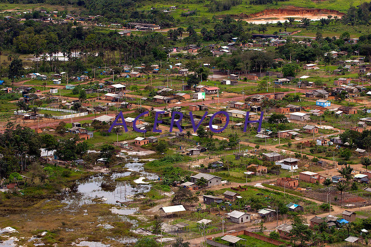 O rio Oiapoque é um rio do Brasil e Guiana Francesa, que no Brasil banha o estado do Amapá. Em seu trajeto, é também chamado de Oyapock, Iapoco, Iapoc. Entre os séculos XVI e XVIII, foi chamado ainda de rio de Vicente Pinzón, em homenagem a Vicente Yáñez Pinzón, navegador espanhol que teria descoberto a sua foz.<br /> <br /> Nasce na Serra Tumucumaque (ou Tumuc-Humac) e vai desaguar no Oceano Atlântico, percorrendo cerca de 350 km. Ao longo do seu percurso, delimita a fronteira entre o Brasil e a Guiana Francesa.<br /> <br /> Oiapoque, Amapá, Brasil<br /> Foto Paulo Santos<br /> 09/05/2012 Cidade de Oiapoque fronteira   com Guiana Francesa município de de São Jorge do Oiapoque,