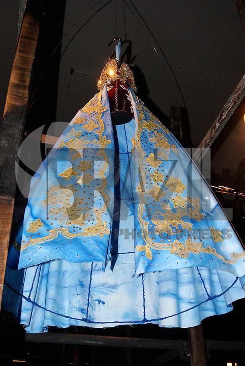 SAO PAULO, SP, 19, DE JANEIRO 2012 - SAO PAULO FASHION WEEK  - Manto de Nossa Senhora Aparecida em exposicao durante o primeiro dia de desfiles edição Outono-Inverno 2012, da São Paulo Fashion Week, na Bienal do Ibirapuera na regiao sul da capital paulista. (FOTO: UINY MIRANDA - NEWS FREE).