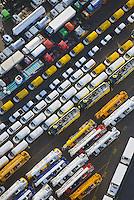 Hamburger Hafen Uni Kai LKW und PKW Export: EUROPA, DEUTSCHLAND, HAMBURG  (EUROPE, GERMANY), 31.12.2013: Hamburger Hafen Uni Kai LKW und PKW Export