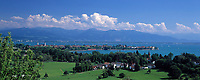 DEU, Deutschland, Bayern, Bayerisch Schwaben, Bodensee, Blick ueber Bad Schachen auf die Insel Lindau | DEU, Germany, Bavaria, Bavarian Swabia, Lake Constance, view across Bad Schachen towards Lindau island