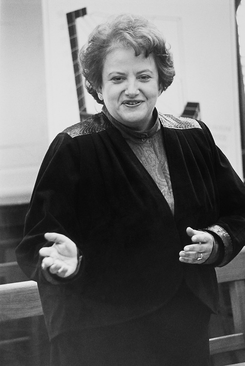 Rep. Mary Rose Oakar, D-Ohio, speaking to new members at DSCC Orientation on Oct. 11, 1988. (Photo by Andrea Mohin/CQ Roll Call)