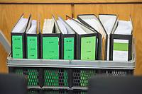 8. Sitzungstag des 1. Untersuchungsausschusses &quot;Terroranschlag Breitscheidplatz&quot; am Freitag den 5. Januar 2018.<br /> Als Zeugen fuer die 8. Sitzung des sog. &quot;Amri-Untersuchungsausschuss&quot; des Berliner Abgeordnetenhaus waren Behoerdenmitarbeiter aus Nordrhein-Westfalen, der Berliner Auslaenderbehoerde und dem Bundesinnenministerium geladen. Film-, Foto- und Tonaufnahmen von den Zeugen waren untersagt.<br /> Der Amri-Untersuchungsausschuss will versuchen die diversen Unklarheiten im Fall des Weihnachtsmarkt-Attentaeters zu aufzuklaeren.<br /> Im Bild: Aktenordner mit Unterlagen zum Untersuchungsausschuss.<br /> 5.1.2018, Berlin<br /> Copyright: Christian-Ditsch.de<br /> [Inhaltsveraendernde Manipulation des Fotos nur nach ausdruecklicher Genehmigung des Fotografen. Vereinbarungen ueber Abtretung von Persoenlichkeitsrechten/Model Release der abgebildeten Person/Personen liegen nicht vor. NO MODEL RELEASE! Nur fuer Redaktionelle Zwecke. Don't publish without copyright Christian-Ditsch.de, Veroeffentlichung nur mit Fotografennennung, sowie gegen Honorar, MwSt. und Beleg. Konto: I N G - D i B a, IBAN DE58500105175400192269, BIC INGDDEFFXXX, Kontakt: post@christian-ditsch.de<br /> Bei der Bearbeitung der Dateiinformationen darf die Urheberkennzeichnung in den EXIF- und  IPTC-Daten nicht entfernt werden, diese sind in digitalen Medien nach &sect;95c UrhG rechtlich geschuetzt. Der Urhebervermerk wird gemaess &sect;13 UrhG verlangt.]