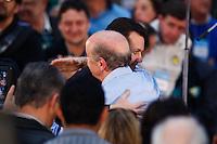 SAO PAULO, SP, 24 JUNHO 2012 - CONVENÇAO PSDB  Prefeito Gilberto Kassab abraça Jose Serra durante convenção do PSDB para lancamento da candidatura do tucano José Serra no Ginásio Mauro Pinheiro (Ibirapuera) nesse domingo, 24. FOTO: VANESSA CARVALHO - BRAZIL PHOTO PRESS.