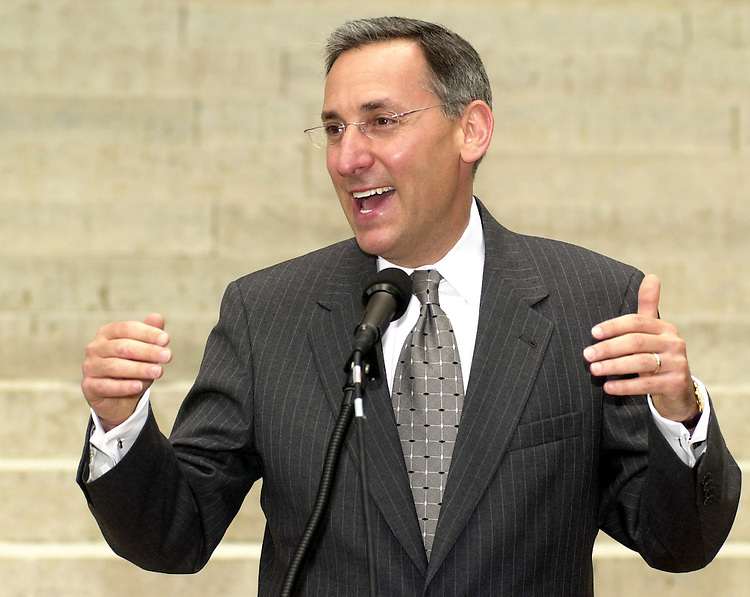 FINGERHUT FOR U.S. SENATE--Democratic U.S. Senate candidate Eric Fingerhut is in a good mood as he speaks with reporters, at the Ohio Statehouse, in Columbus, Ohio, on Wednesday, Aug. 6, 2003. State Sen. Fingerhut will not face television host Jerry Springer--who announced earlier that he would not run-- in a primary, and now will battle incumbent Republican U.S. Sen. George Voinovich, in Nov. 2004. (Jack Kustron/Photoj.com)
