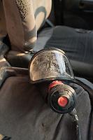 Feuerwehr in Qamishli, Rojava/Syrien.<br /> Von sieben Feuerwehr-Fahrzeugen die der YPG-Regierung in Qamishli zur Verfuegung stehen, ist nur eines funktionstuechtigt. Fuenf Fahrzeuge sind mit vorhandenen Mitteln nicht zu reparieren - Motorschaden, unbenutzbare Fahrerkabinen, defekte Stromleitungen.<br /> Zusaetzlich zumden Augaben der Feuerwehr muessen die 12 Feuerwehrmaenner - je 3 von ihnen arbeiten in 24-Stundenschichten - auch noch Wasser in Stadtteile ohne Wasserversorgung verteilen.<br /> Im Bild: Eine undichte alte Maske. Die Feuerwehrleute benutzen sie dennoch bei Braenden um sich vor Gasen zu schuetzen.<br /> 15.12.2014, Qamishli/Rojava/Syrien<br /> Copyright: Christian-Ditsch.de<br /> [Inhaltsveraendernde Manipulation des Fotos nur nach ausdruecklicher Genehmigung des Fotografen. Vereinbarungen ueber Abtretung von Persoenlichkeitsrechten/Model Release der abgebildeten Person/Personen liegen nicht vor. NO MODEL RELEASE! Nur fuer Redaktionelle Zwecke. Don't publish without copyright Christian-Ditsch.de, Veroeffentlichung nur mit Fotografennennung, sowie gegen Honorar, MwSt. und Beleg. Konto: I N G - D i B a, IBAN DE58500105175400192269, BIC INGDDEFFXXX, Kontakt: post@christian-ditsch.de<br /> Bei der Bearbeitung der Dateiinformationen darf die Urheberkennzeichnung in den EXIF- und  IPTC-Daten nicht entfernt werden, diese sind in digitalen Medien nach §95c UrhG rechtlich geschuetzt. Der Urhebervermerk wird gemaess §13 UrhG verlangt.]