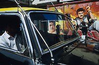 Asien Indien IND Bombay .Taxi und Kinoplakate f?r Bollywood Kinofilme - Kultur Kunst Kommunikation Filmplakate Filmplakat Kinoplakat Werbung Werbeplakat Werbeplakate Filmindustrie Filmproduktion Kinos Kino Film Filme Spielfim Spielfilme Traumfabrik Schauspieler Inder indisch indische indischer Subkontinent bunt Farben Farbe farbig Auto Autos xagndaz | .Asia India Mumbai Bombay .cab and cinema wallposter for Bollywood movies  - culture art motion picture movie filmindustry film production hoarding filmhoarder billboards advertising communication image images indian subcontinent color colour colorful image images making