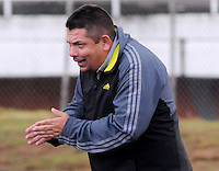 MEDELLÍN -COLOMBIA-17-05-2014. Álvaro Hernández técnico del Deportivo Rionegro gesticula durante partido de ida con Jaguares FC por cuartos de final del Torneo Postobón I 2014 jugado en el estadioTulio Ospina de la ciudad de Bello./ Alvaro Hernandez coach of Deportivo Rionegro during the first leg match against Jaguares FC for the quarterfinals of the Postobon Tournament I 2014 played at Tulio Ospina stadium in Bello city. Photo: VizzorImage/Luis Ríos/STR