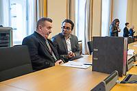 """2. Sitzungstag des Berliner """"Amri-Untersuchungsausschuss"""".<br /> Am Freitag den 8. September 2017 fand die 2. Sitzung des sogenannte """"Amri-Untersuchungsausschuss des Berliner Abgeordnetenhaus. Statt. Der 1. Untersuchungsausschuss der 18. Wahlperiode will versuchen die diversen Unklarheiten im Fall des Weihnachtsmarkt-Attentaeters zu aufzuklaeren.<br /> Im Bild: Die Vertreter der FDP.  Links der ehenmalige Polizeifuehrer Michael Knape. Er arbeitet als externer Mitarbeiter und Experte fuer die FDP im Ausschuss.<br /> 8.9.2017, Berlin<br /> Copyright: Christian-Ditsch.de<br /> [Inhaltsveraendernde Manipulation des Fotos nur nach ausdruecklicher Genehmigung des Fotografen. Vereinbarungen ueber Abtretung von Persoenlichkeitsrechten/Model Release der abgebildeten Person/Personen liegen nicht vor. NO MODEL RELEASE! Nur fuer Redaktionelle Zwecke. Don't publish without copyright Christian-Ditsch.de, Veroeffentlichung nur mit Fotografennennung, sowie gegen Honorar, MwSt. und Beleg. Konto: I N G - D i B a, IBAN DE58500105175400192269, BIC INGDDEFFXXX, Kontakt: post@christian-ditsch.de<br /> Bei der Bearbeitung der Dateiinformationen darf die Urheberkennzeichnung in den EXIF- und  IPTC-Daten nicht entfernt werden, diese sind in digitalen Medien nach §95c UrhG rechtlich geschuetzt. Der Urhebervermerk wird gemaess §13 UrhG verlangt.]"""