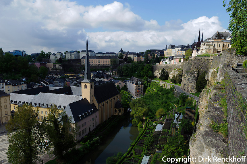 Blick über Grund im Tal der Alzette auf Altstadt, Stadt Luxemburg, Luxemburg, Unesco-Weltkulturerbe