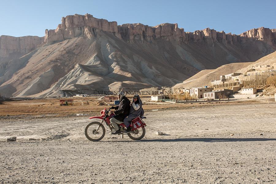 When the motorbike is not broken and not missing fuel, Hamina's husband comes to pick her up  to go back home. With the motorbike it's 30min drive to her house,  Band-e Amir, Afghanistan, 8th november 2017.<br /> <br /> Quand la moto n'est pas en panne et qu'il ne manque pas d'essence, le mari d'Hamina vient la chercher pour rentrer chez elle. En moto, cela met 30min jusqu'&agrave; chez elle,  Band-e Amir, Afghanistan,8th november 2017.