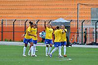 ATENÇÃO EDITOR FOTO EMBARGADA PARA VEÍCULOS INTERNACIONAIS - SAO PAULO, SP, 09 DE DEZEMBRO DE 2012 - TORNEIO INTERNACIONAL CIDADE DE SÃO PAULO - BRASIL x PORTUGAL: Jogadoras comemoram o terceiro gol do Brasil durante partida Brasil x Portugal, válido pelo Torneio Internacional Cidade de São Paulo de Futebol Feminino, realizado no estádio do Pacaembú em São PauloFOTO: LEVI BIANCO - BRAZIL PHOTO PRESS