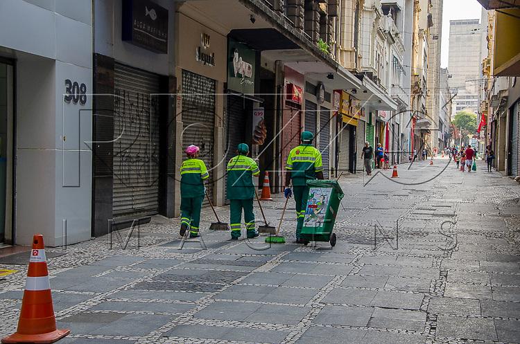 Limpeza pública no centro da cidade, São Paulo - SP, 10/2016.