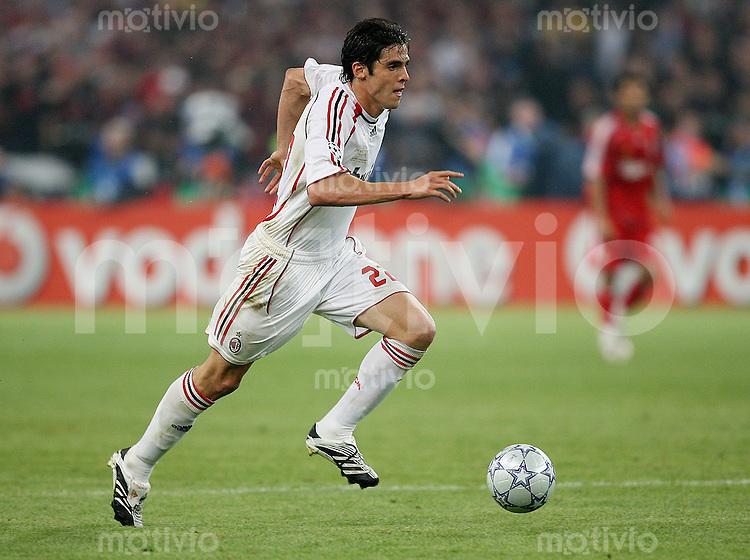 Fussball CHL Finale AC Mailand 2-1 FC Liverpool Kaka (AC) am Ball
