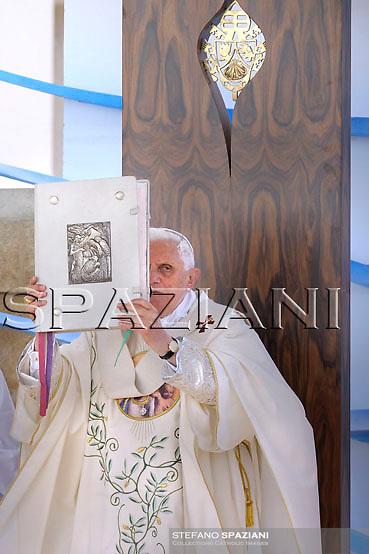 Pope Benedict XVI celebrates a mass at Santa Maria di Leuca's sanctuary,   southern Italy, June 14, 2008...