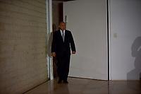 BRASÍLIA, DF, 20.06.2017 – AÉCIO-DF – Alberto Zacharias Toron, advogado de defesa do senador afastado Aécio Neves, em frente a casa do senador no Lago Sul em Brasília, após julgamento no Supremo Tribunal Federal nesta terça-feira, 20.(Foto: Ricardo Botelho/Brazil Photo Press)