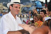 RIO DE JANEIRO, RJ, 17 DE FEVEREIRO DE 2012 - Carnaval 2012 -  O Prefeito da cidade do Rio de janeiro, Eduardo Paes, acompanhando os desfiles das Escolas de Samba Mirins, que abriram oficialmente o carnaval na Sapucaí. FOTO GLAICON EMRICH - AGÊNCIA BRAZIL PHOTO PRESS